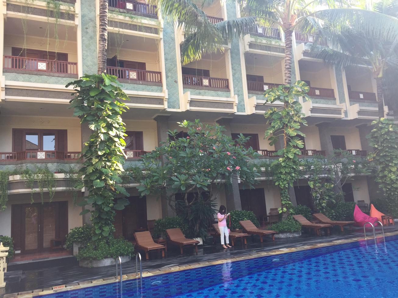 ビラバリホテルプール2