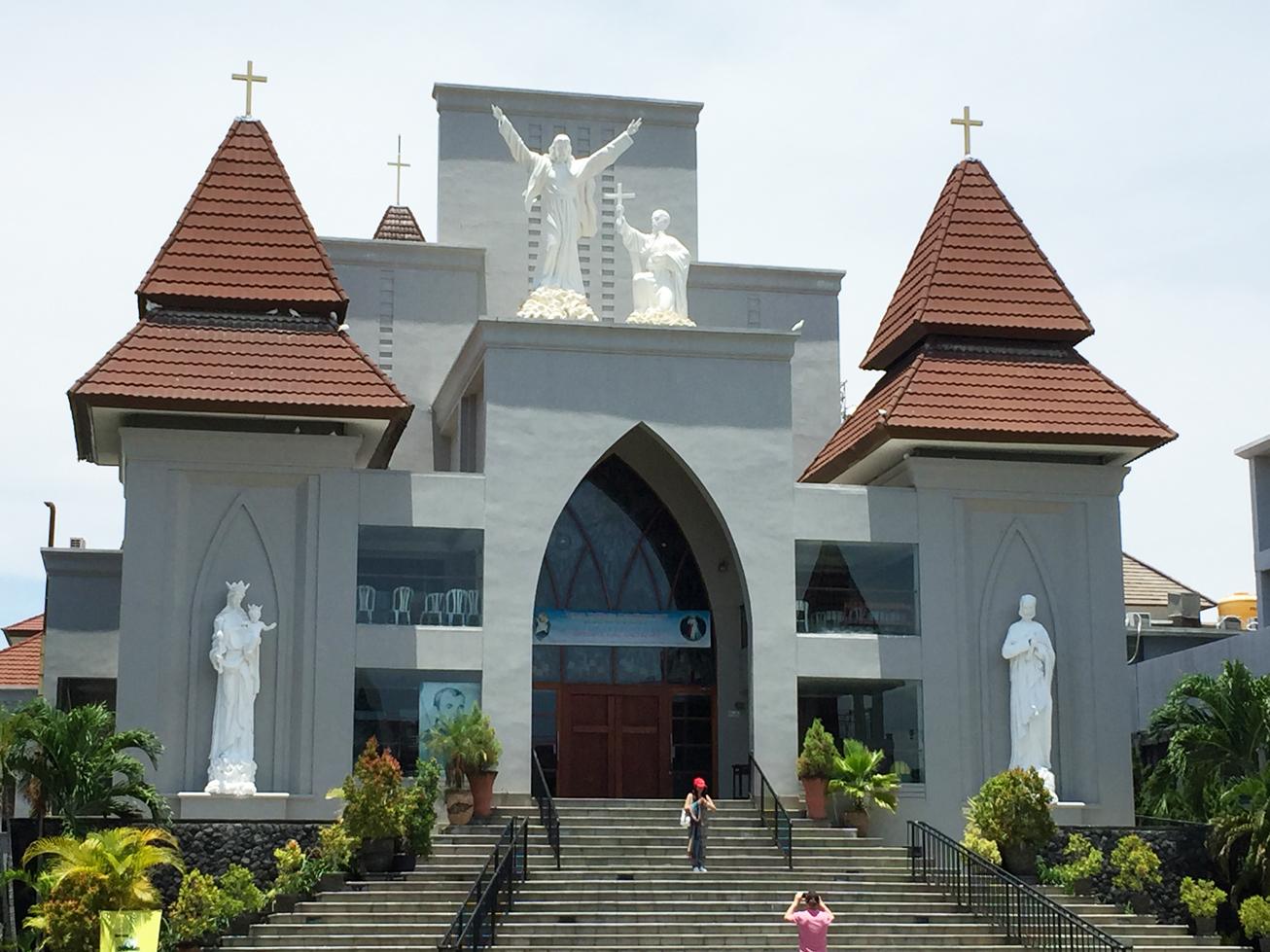ビラバリホテル隣りの教会